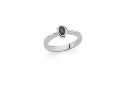 Ring mit Einzel-Saphir